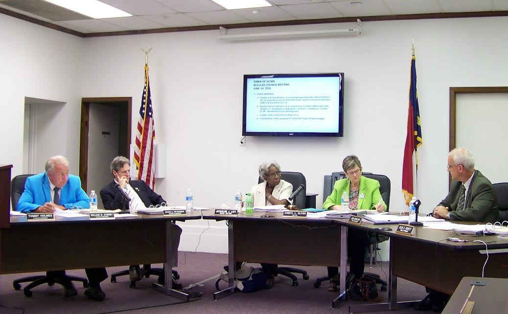 Mayor Cheryl Oliver and members of the Selma Town Council discuss cluster developments at their June council meeting. In a unanimous vote, the board rejected approval of cluster developments within town limits. JoCoReport.com Photo